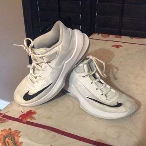 Nike Air Max Infuriate Basketball